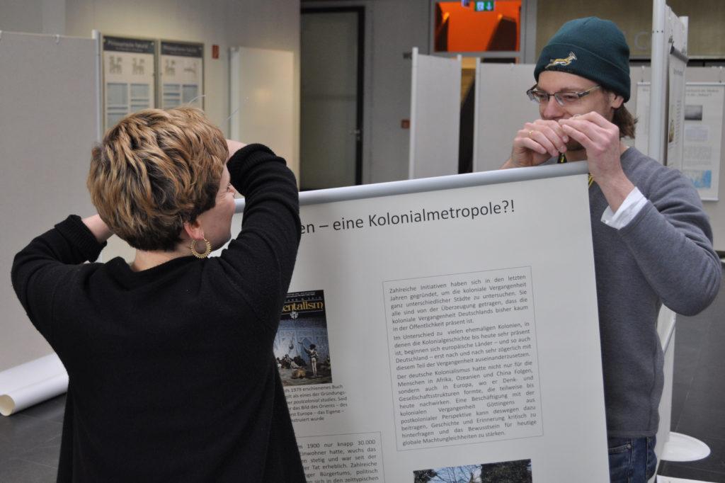Aufbau der Ausstellung im Kulturwissenschaftlichen Zentrum